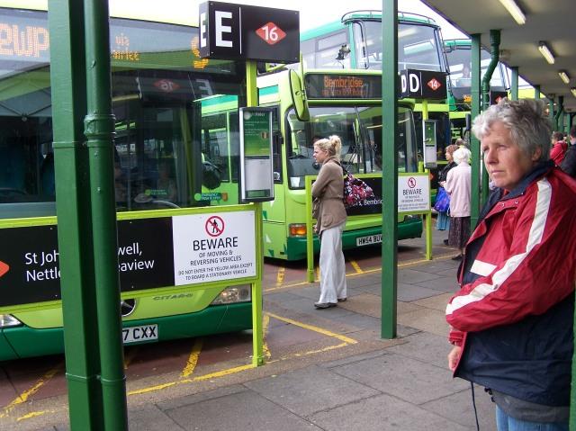 Wachten op de bus in Ryde
