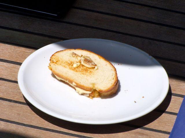 Gebakken brood met gebakken kaas