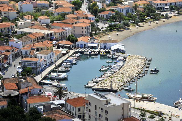 Het kleine vissershaventje van Myrina