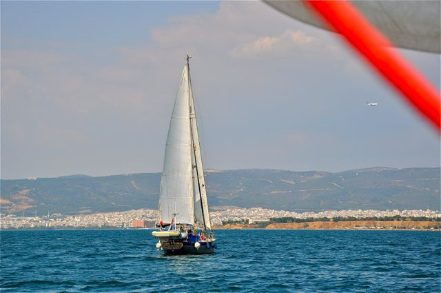 We naderen Thessaloniki; zie je dat vliegtuig?