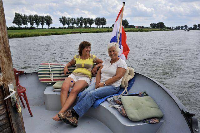 Agetha en Ingeborg rielekst op het achterdek