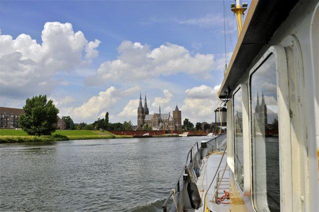 We naderen Cuyk aan de Maas