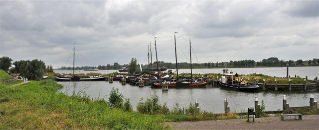 Het museumhaventje van Woudrichem; stuff voor een oudhollands schilderij