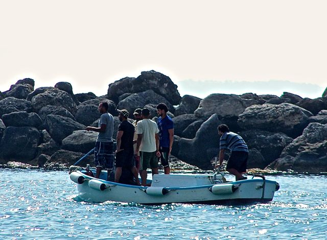 Vissers, geen bootvluchtelingen. Ze gingen water halen en passagieren