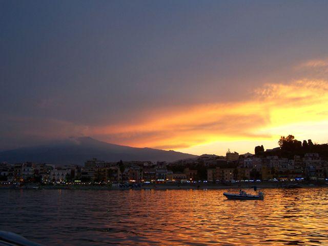 De Etna in de avondlucht