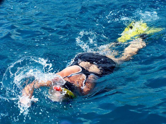 Ingeborg komt terug van snorkelen