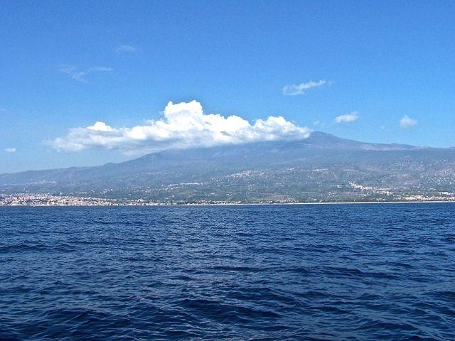 De Etna met zijn eeuwige wolk