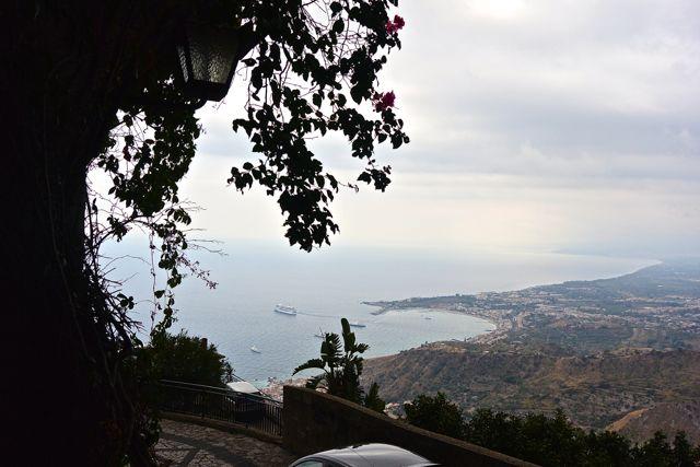 Uitzicht op de baai van Giardini Naxos