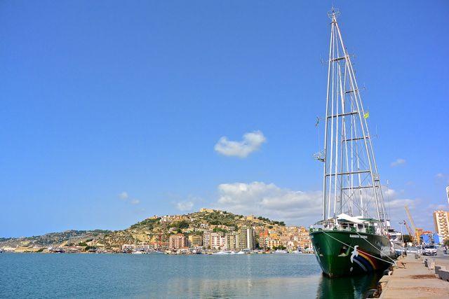 Hierop kun je goed zien hoe groot de haven van Licata is