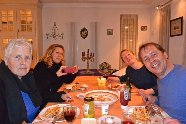 Nog een laatste etentje bij ons thuis (patat met biefstuk)