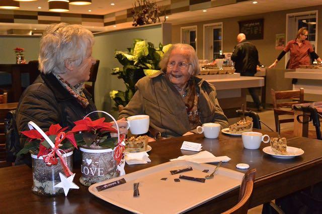 """Koffie met gebak in het tuincentrum """"De Boet"""""""