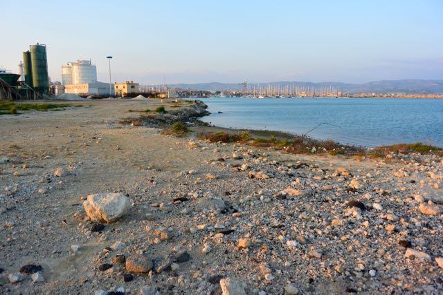 Zicht op de jachthaven vanaf het middelste havenhoofd (een gruizig havenhoofd)
