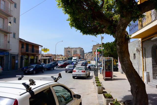 Zicht vanaf de Via Gela, over de brug naar de Corso Umberto