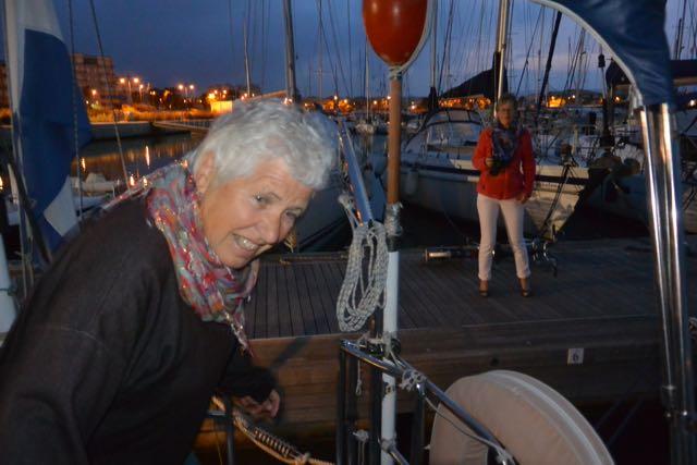 Ingeborg is in de kuip en Ann op de steiger