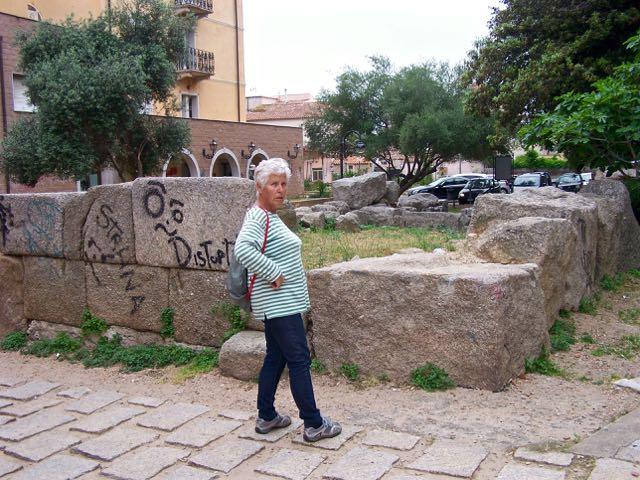 Ingeborg bij 2300 jaar geschiedenis met wat hedendaagse kunstuitingen erop