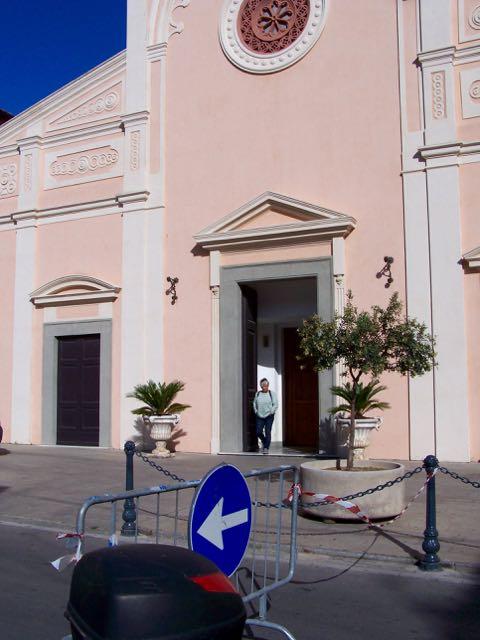 Ingeborg kwam voor het zingen de kerk uit