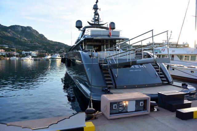 Oorlogsschip met waterjetaandrijving