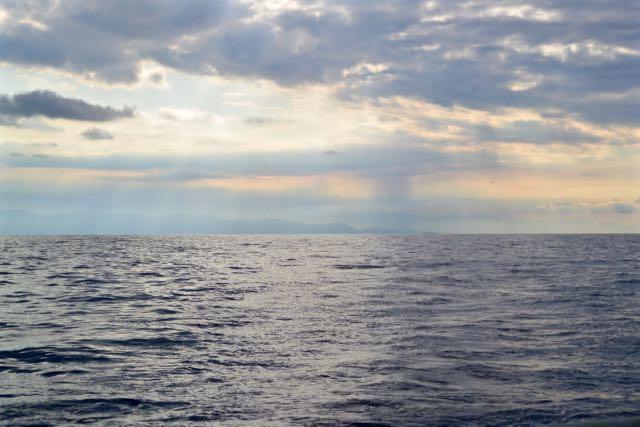 We laten de kust langzaam achter ons