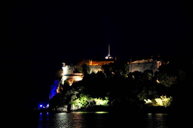De lichtjes van het fort