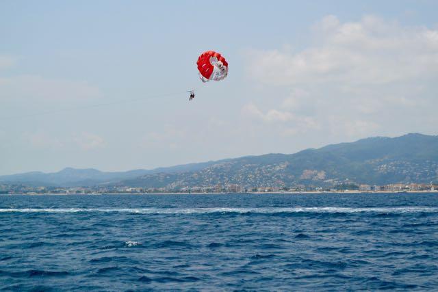 De parachutes komen weer uit de kast