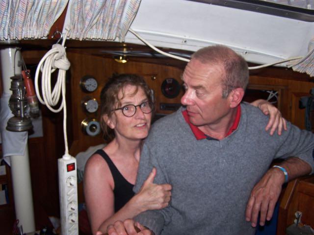 Miriam was helemaal onder de drukinkt van de boot; ze vond hem zo groot!