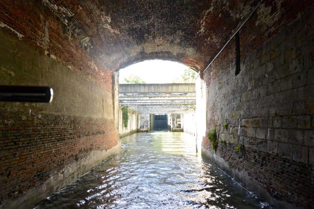 Met een tunneltje erachteraan