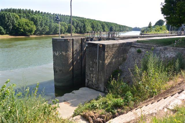 Daarachter komt de Garonne langs