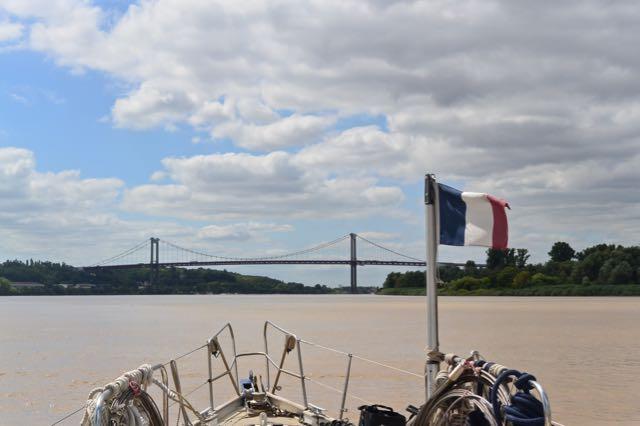 Daar is de Pont d'Aquitaine weer