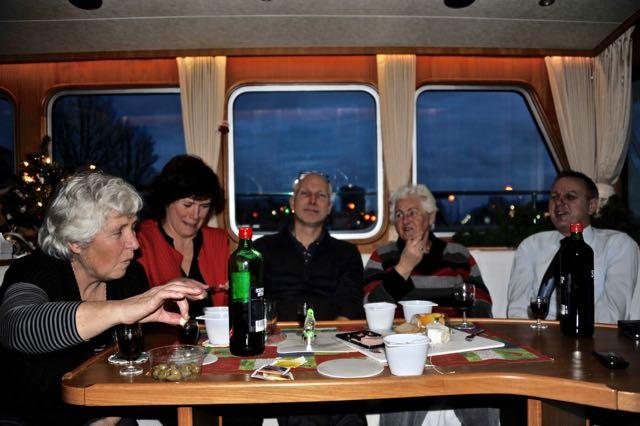 Ingeborg, Agetha, Bernard, Joke en Coos