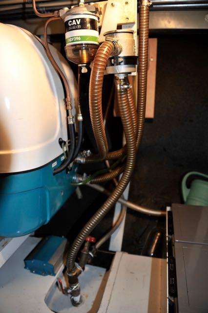 De configuratie van de aanzuig van het koelwater voor de generator