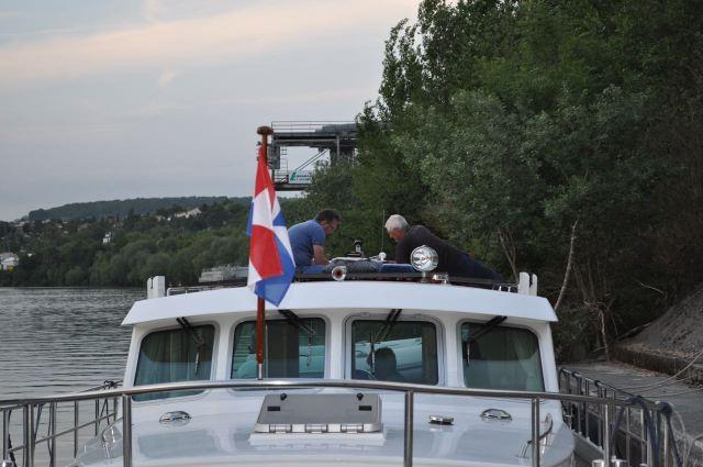 DSC_0369 Mastje verder repareren op de WingV bij La Frette-sur-Seine. Noord-Frankrijk